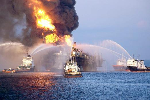 Deepwater Horizon engulfed in flames